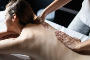 reflexná masáž chrbta